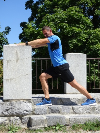 Raztezanje meč z iztegnjenim in pokrčenim kolenom